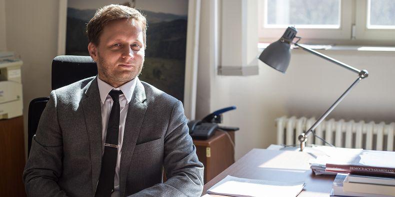 Odborníci pod vedením Kosaře, který nedávno získal ocenění Právník roku, se snaží rozkrýt, jak funguje soudcovská samospráva. Navazují tak na jeho úspěšnou dizertační práci, kterou vloni vydalo nakladatelství Cambridge University Press.