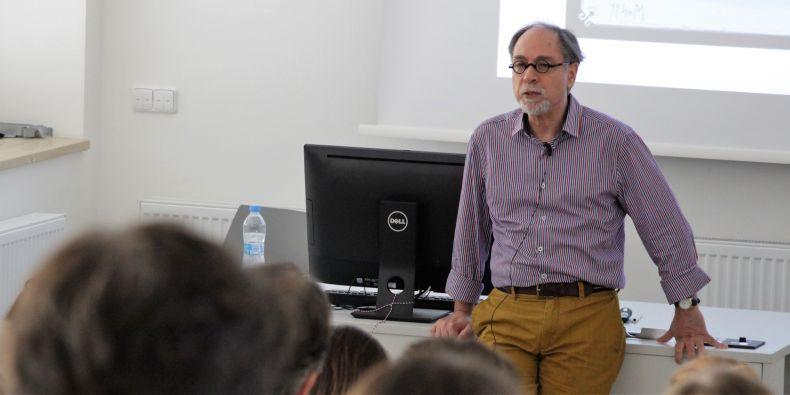 Ekonom Eyla Winter přednášel v Brně na konferenci Young Economists Meeting.