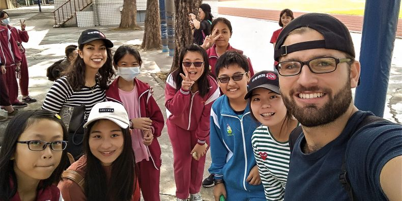 Nejlepší byl kurz, ve kterém jsme si skypovali s dětmi z odlehlých škol. Na konci jsme je jeli dokonce navštívit, vzpomíná Damián.