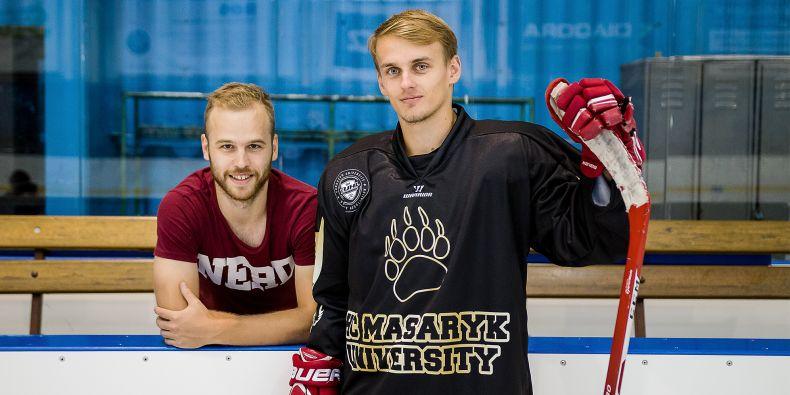 Studenti Muni (na snímku Josef Novák a Peter Bustin) v létě dokončili dvouleté budování týmu s názvem HC Masaryk University.