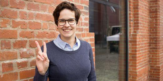 Kromě dobrovolnické práce pro komunitu neslyšících je Jana Havlová také předsedkyní české federace florbalu neslyšících a pracuje jako právnička v Organizaci pro pomoc uprchlíkům.