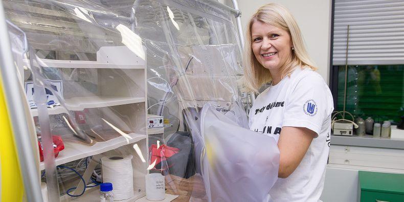 Monika Vítězová z ústavu experimentální biologie zkoumá takzvaná metanogenní archea. Jde o organismy, které jsou striktně anaerobní, žijí tedy v prostředí bez kyslíku.
