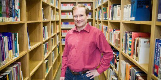 Profesor Petr Hliněný.