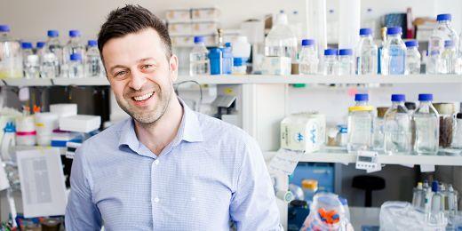 Richard Štefl zkoumá temnou hmotu genomu.