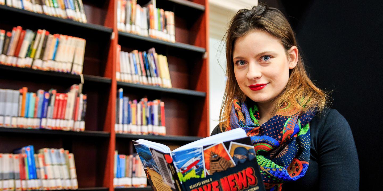 """""""Úplně mi to změnilo život. Naučila jsem se komunikovat, potkala neuvěřitelnou spoustu lidí a taky už jasně vím, co chci po škole dělat,"""" říká Katka Křivánková, dnes předsedkyně spolku Zvol si info."""