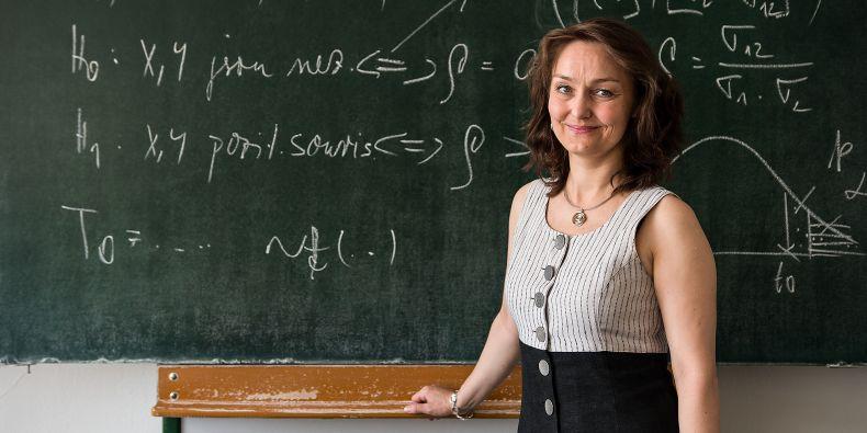 Zkušenost s náporem studentů, kteří potřebují poradit při zpracování dat do diplomek, vedla Mariu Královou s kolegy k založení Centra podpory pro matematiku a statistiku.