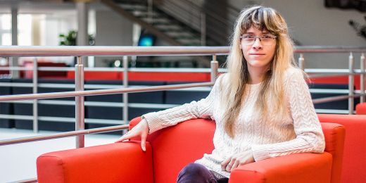 Finanční gramotnost je problém spíš střední a starší generace, podporovaný nedobrým chováním finančních institucí, říká Hana Lipovská.