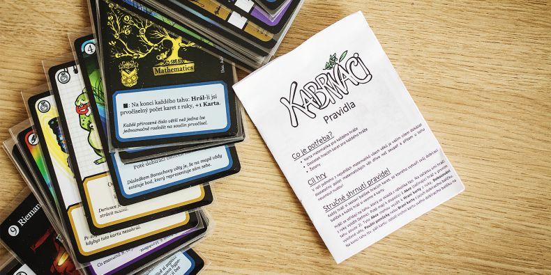 Nová karetní hra Kabrňáci si hraje s matematikou.