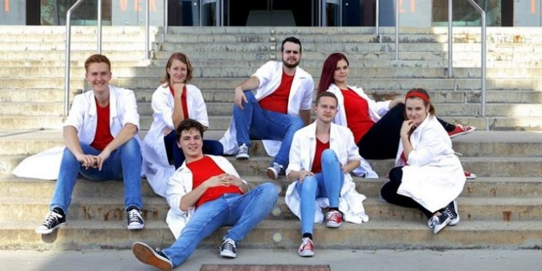 Kamptustňáci - studenti MUNI se pustili do popularizace vědy hudbou a tancem.