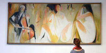 Lacinova malba s názvem Cellový koncert visí na filozofické fakultě v místnosti, kde se schází vědecká rada.