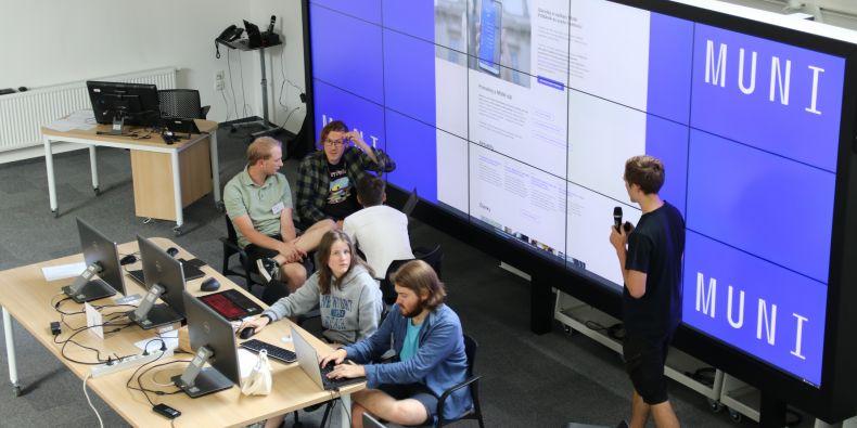 Letní školy kyberbezpečnosti se zúčastnili finalisté Kybersoutěže.
