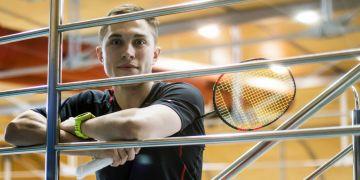 Badmintonista Adam Mendrek.