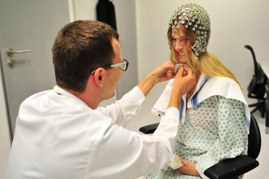 Příprava modelového pacienta na snímání.