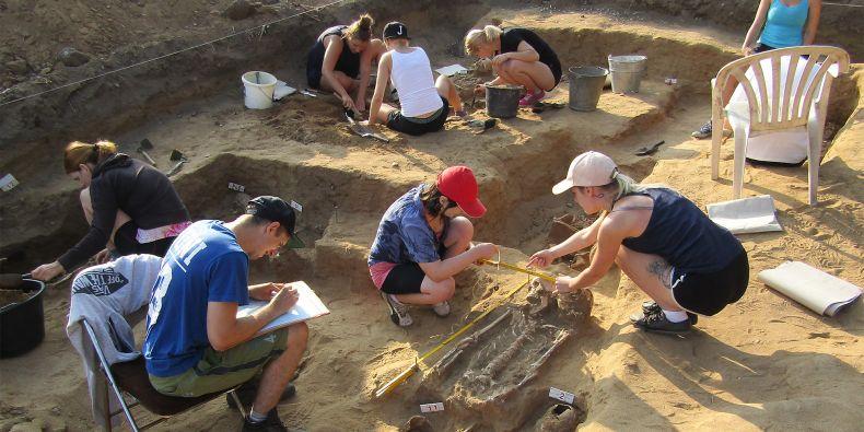 Pro antropology je terénní práce důležitá, protože z místa nálezu zjistí více informací než při zkoumání samotných kosterních pozůstatků.