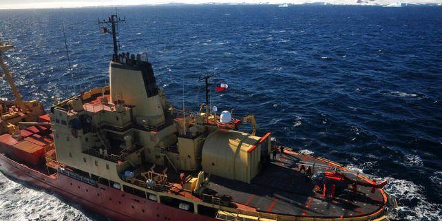 Plánovaný přesun z Jižní Ameriky na stanici J. G. Mendela bude proveden chilským armádním ledoborcem Almirante Oscar Viel, jehož odplutí z Punta Arenas je naplánováno na 7.1. 2012. Foto ledoborce z roku 2011: Archiv Miloše Bartáka.