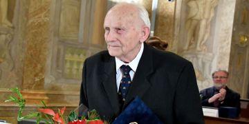 Pavel Bravený při přebírání Ceny města Brna pro rok 2016 v oblasti lékařské vědy a farmacie.