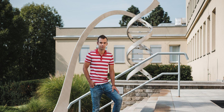 Petr Fajkus získal doktorský titul na Přírodovědecké fakultě MU a dál působí v Biofyzikálním ústavu AV ČR.