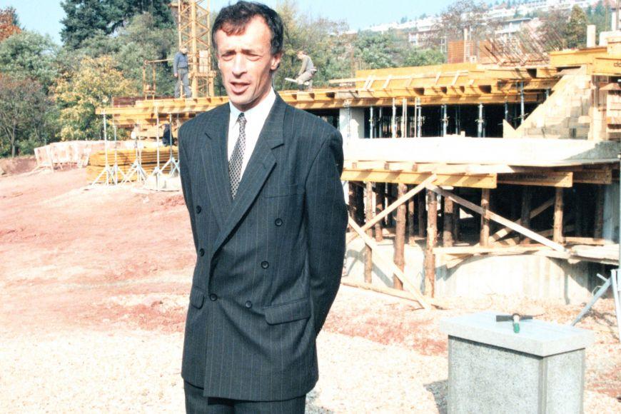 Poklepání základního kamene nové budovy ESF vLipové ulici.
