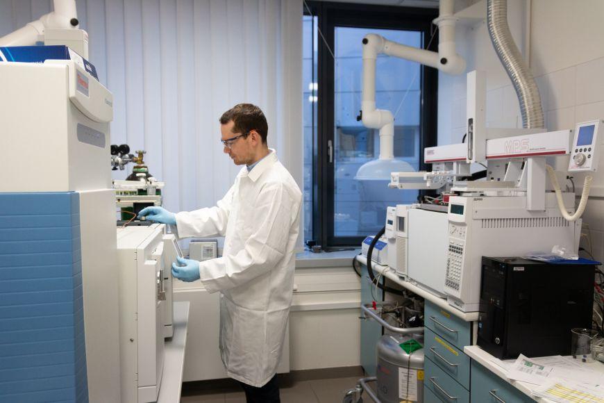 Laboratoř centra RECETOX pro analýzu vzorků získaných zživotního prostředí.
