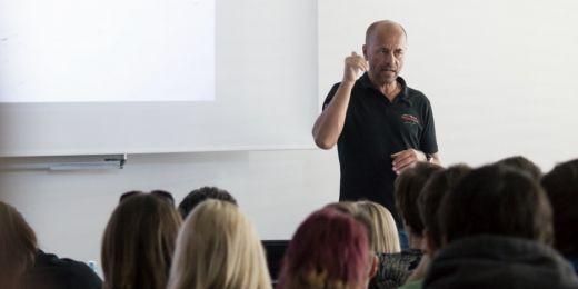 Horolezec Radek Jaroš přednášel o svých zkušenostech na FSpS.