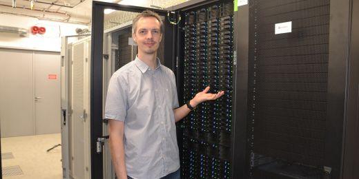 Robert Vácha zkoumá pomocí počítačového modelování, jak mutace proteinů a složení lipidových membrán ovlivní chování buněk. Změna tohoto chování způsobuje celou řadu nemocí.