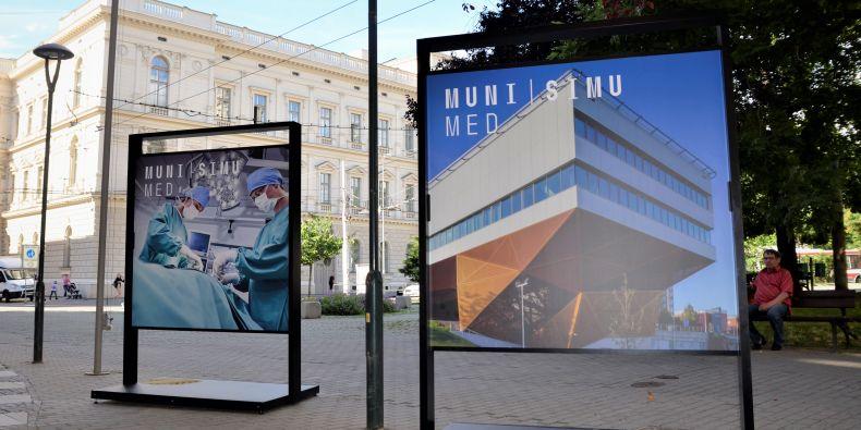Výstava přibližuje SIMU - nové simulační centrum pro výuku mediků.
