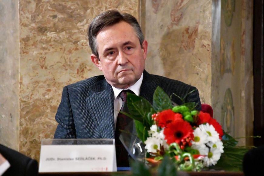 Malíř Stanislav Sedláček zPrávnické fakulty MU.