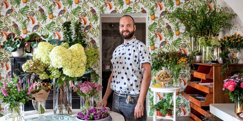 Absolvent estetiky, florista Tamás Vígh.