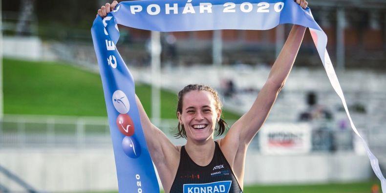 Triatlonistka Alžběta Hrušková patří mezi sportovce a studenty Masarykovy univerzity, které podporuje projekt UNIS.