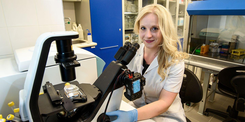 Michaela Fojtů je absolventkou Přírodovědecké fakulty MU, doktorát si poté udělala na Lékařské fakultě MU.