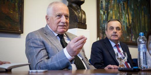 Exprezident Václav Klaus a děkan Ekonomicko-správní fakulty MU Antonín Slaný.