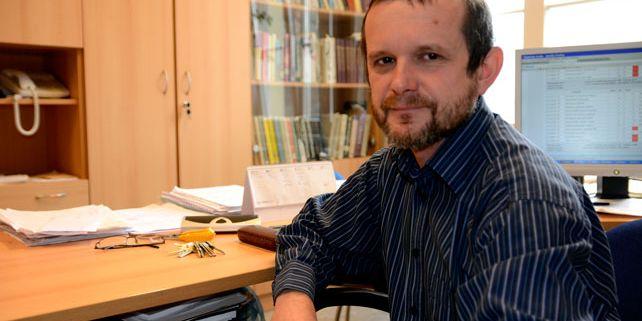 """""""Je velmi uspokojivé, když vidíte ve tváři člověka, kterého učíte, že pochopil,"""" říká Zdeněk Bochníček z přírodovědecké fakulty. Foto: David Povolný."""