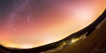 Světelné znečištění je na řadě míst v Česku tak silné, že je prakticky nemožné vidět noční oblohu plnou hvězd.