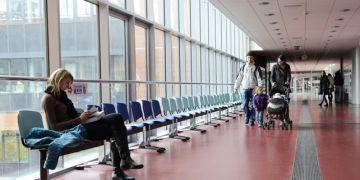 Nové sezení má umožnit studentům důstojněji trávit čas při čekání na zkoušky a přednášky. Foto: David Povolný.