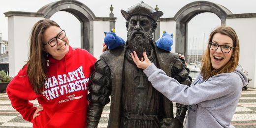 Studentky Natálie Nádeníčková a Michaela Kubová si pro svůj Erasmus na Azorech vymyslely projekt Mise hroch.