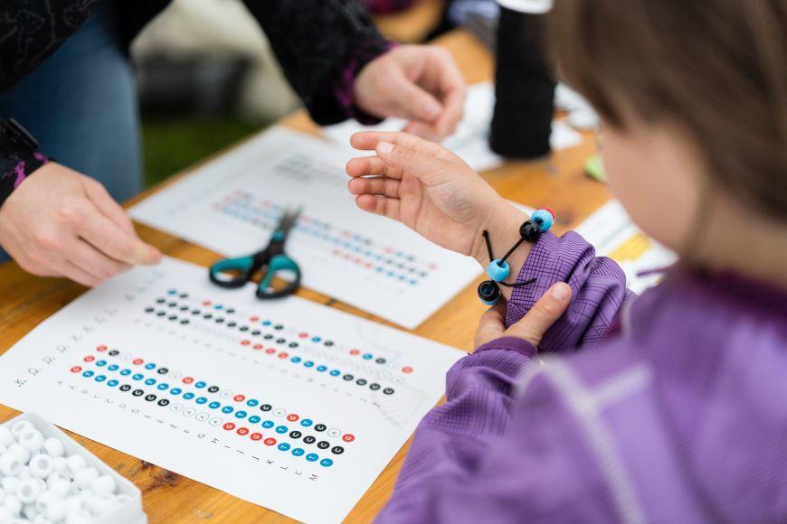 Vytvořte si náramek podle genetického kódu