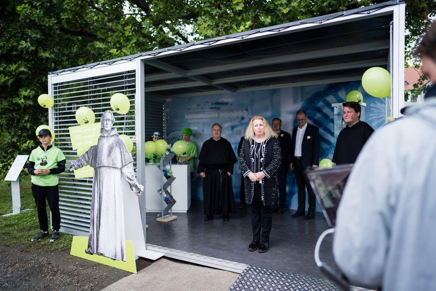 Prorektorka Masarykovy univerzity Šárka Pospíšilová při slavnostním otevření MendelBoxu.