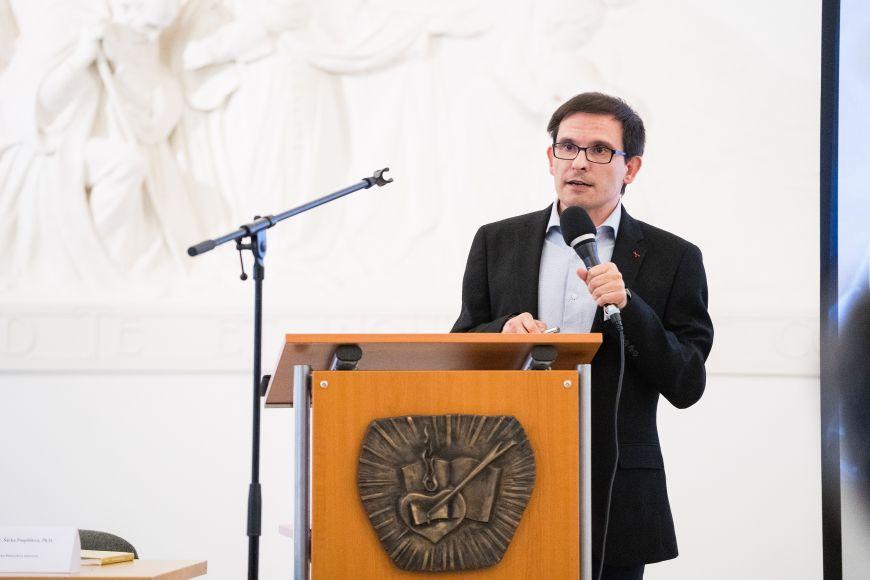 Přednáška Pavla Lízala zPřírodovědecké fakulty MU.