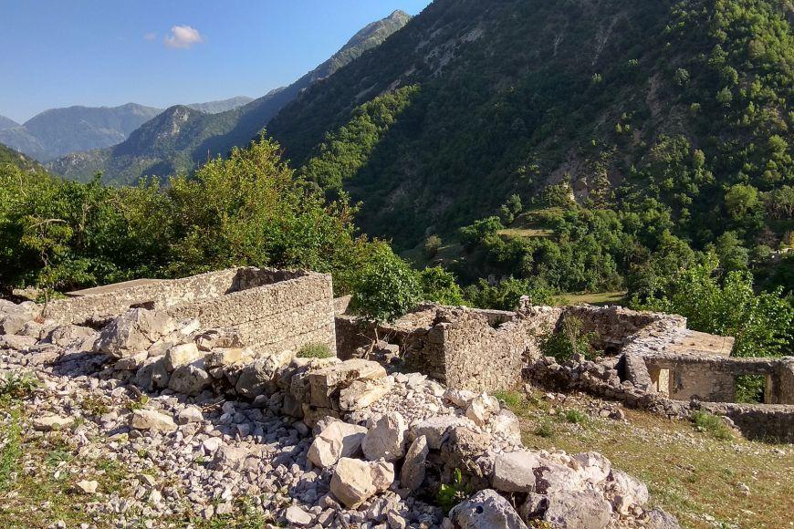 Helenistické hrady, středověké pevnůstky adokonce jedna lokalita patřící do starší doby kamenné, takové jsou zatím hrubé nálezy archeologů, které si říkají odůkladnější prozkoumání vpříštích letech.