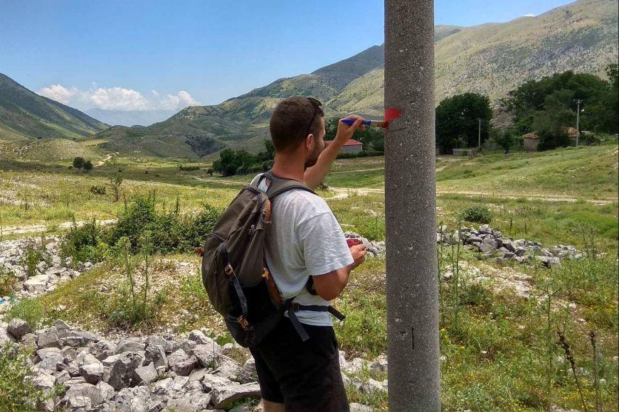 Během podzimu iniciativa Všechny tváře Albánie zveřejnění mapu asi 130kilometrů značených historických tras.