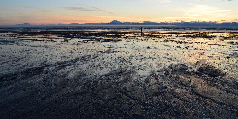 : Pláž u městečka Kenaii na Aljašce, kde Tomáš Černák v létě pracoval.