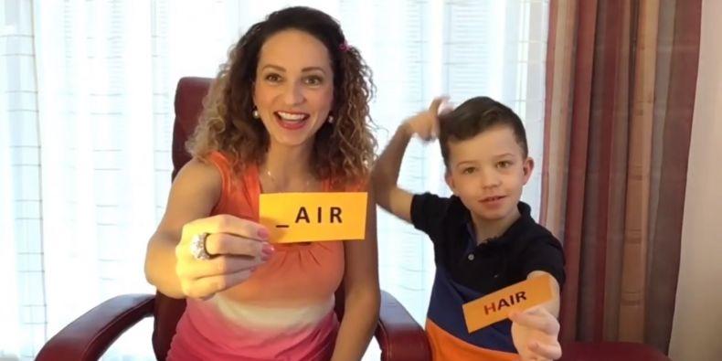 Ve videích Ireny Hůlkové často vystupují pro názornost i její děti.