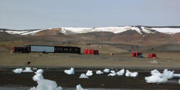 Čtrnáctičlenná vědecká expedice působí na polární stanici Masarykovy univerzity v Antarktidě. Foto: Kamil Láska.