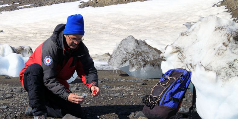 Vědci budou měřit a hodnotit rychlost ústupu ledovců či rozmrzání vrstvy trvale zmrzlé půdy. Foto: Archiv M. Bartáka.