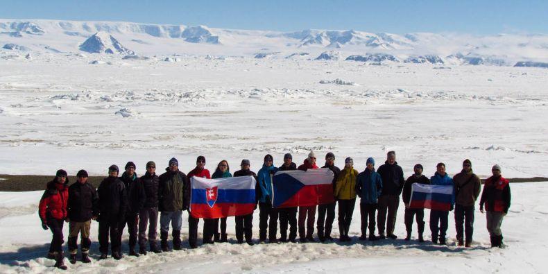 Letošní sdmé expedice do Antarktidy se účastní dvacet lidí.