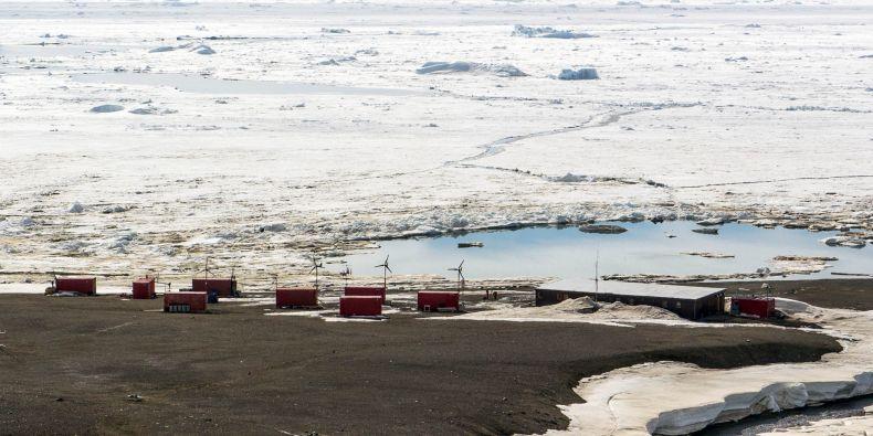 Česká antarktická stanice J. G. Mendela na ostrově Jamese Rosse.
