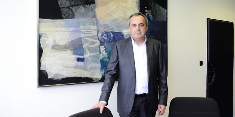 Profesor Antonín Slaný byl podruhé zvolen děkanem ESF.