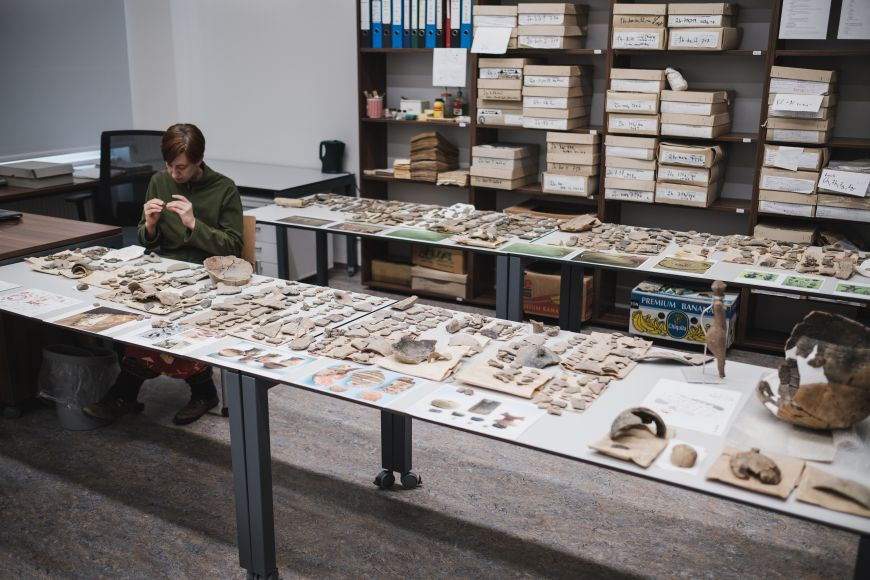 Laboratoř pro konzervaci archeologických nálezů, kde se budou učit studenti akde se zpracovávají nálezy ze všech zkoumaných lokalit.