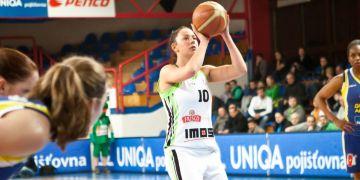 Barbora Kašpárková (uprostřed) hraje českou ligu za tým BK Imos Brno.