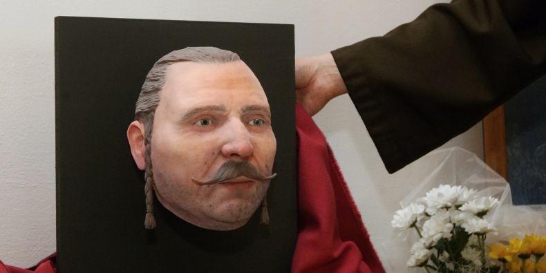 Vědci z Fakulty informatiky MU na baronovi Trenckovi poprvé využili pro rekonstrukci obličeje barevný tisk na 3D tiskárně.